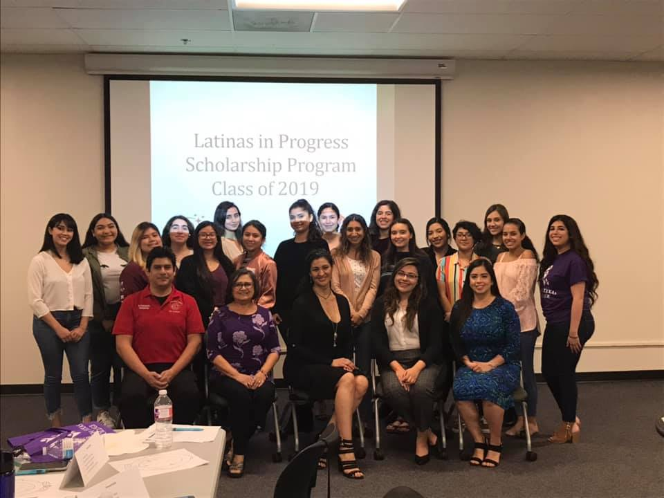 Group picture of Latinas in Progress class of 2019