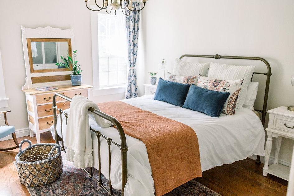 Largebedroom-5.jpg