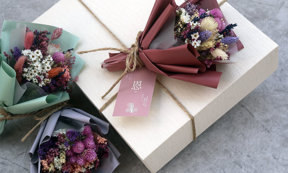 SEASON'S GIFTINGS/ SPECIAL EDITIONS