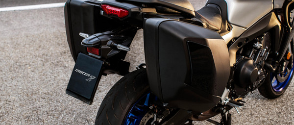 2021-Yamaha-MT09TRGT-EU-Detail-002-03.jp