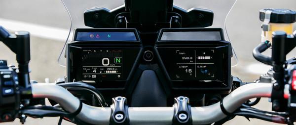 2021-Yamaha-MT09TRGT-EU-Detail-012-03.jp