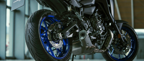 2021-Yamaha-MT07TR-EU-Detail-004-03.jpg