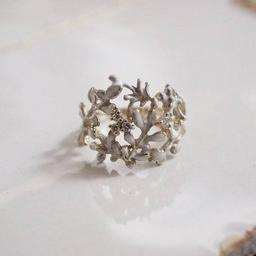 White Grove Diamond Ring