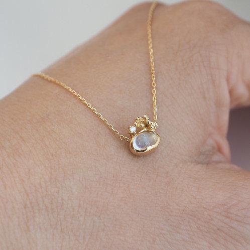 Moonstone cabochon-cut Necklace
