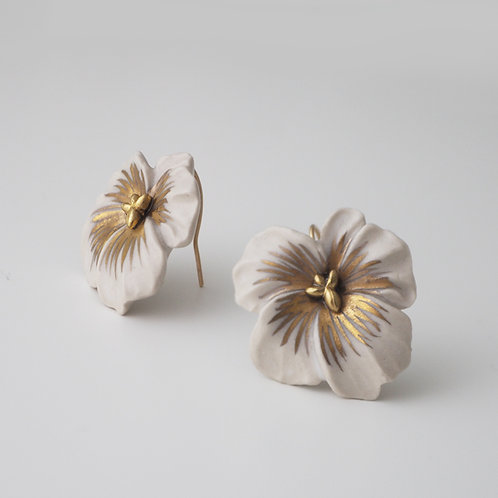 "White porcelain Pansy ""Gold"""