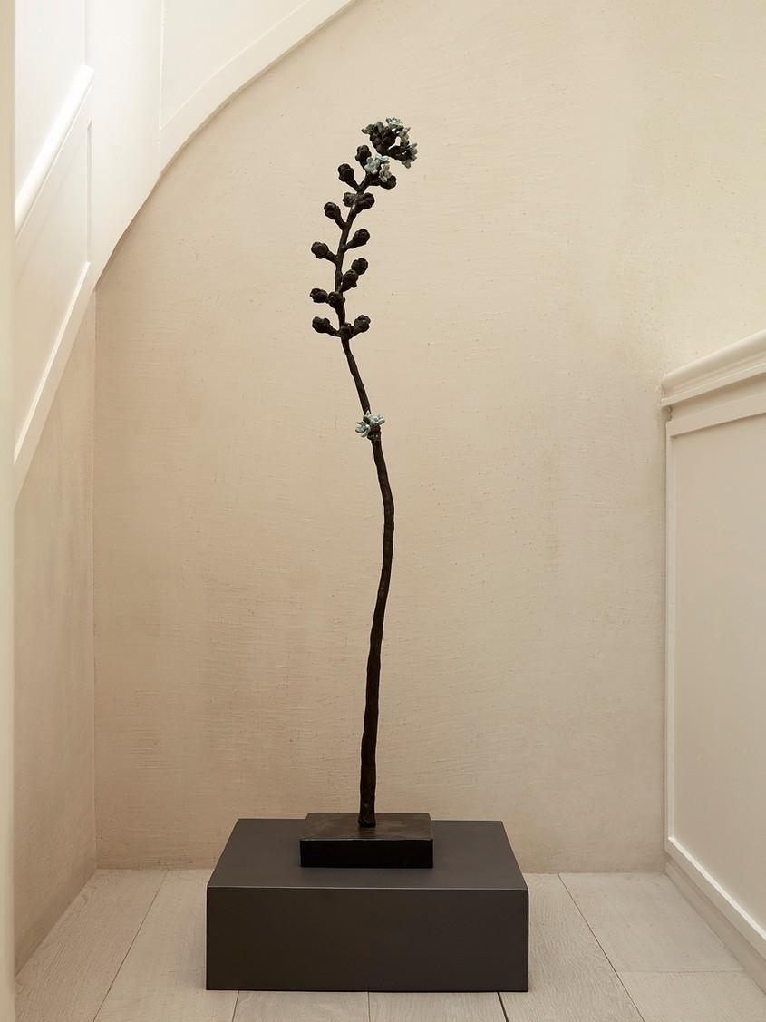 "2017 - Branch ""japanese spring flowers"" - bronze - 98 x 12 x 12 cm"