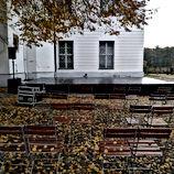 Jagdschloss Bestuhlung Herbst klein.JPG
