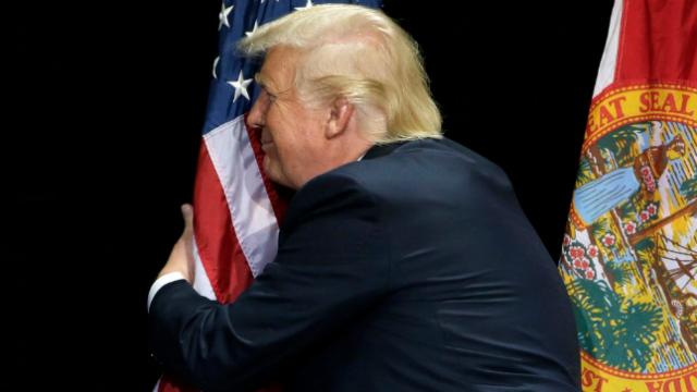 trump_flag_hug