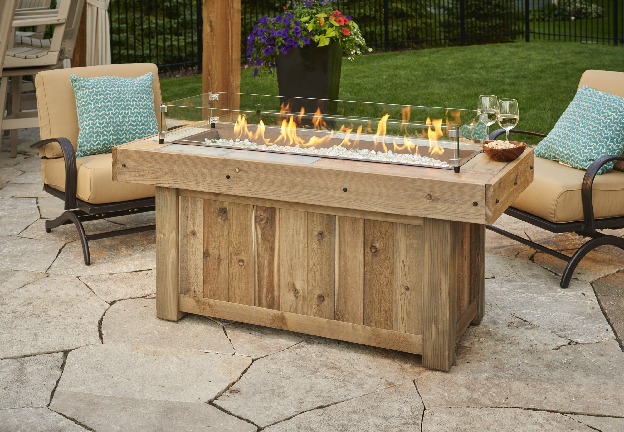 The Outdoor Greatroom Vintage Linear