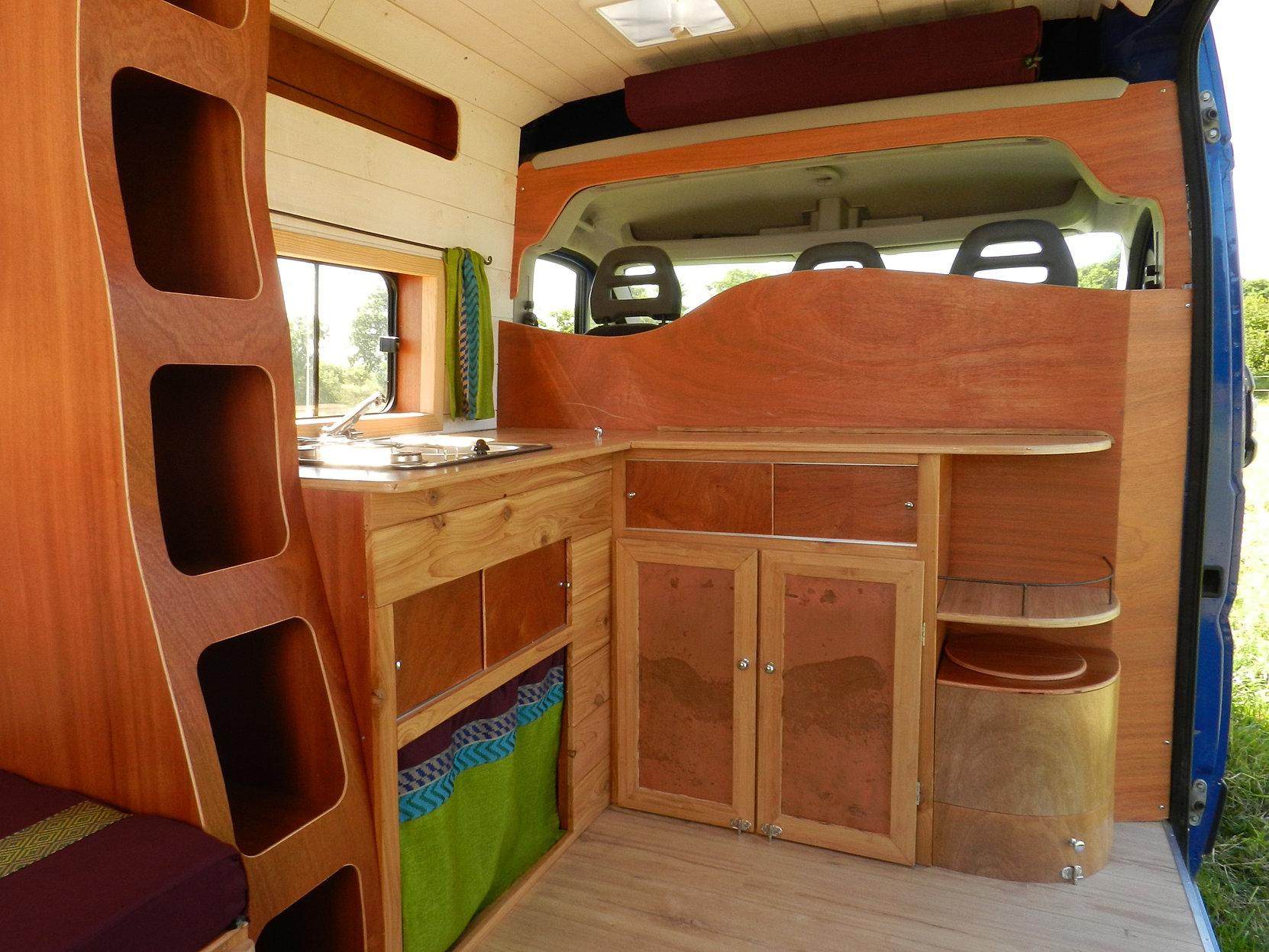 am nagement de camion. Black Bedroom Furniture Sets. Home Design Ideas