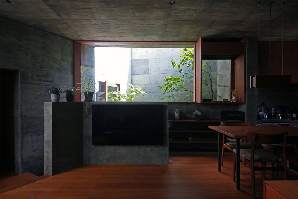 37 光洞の家