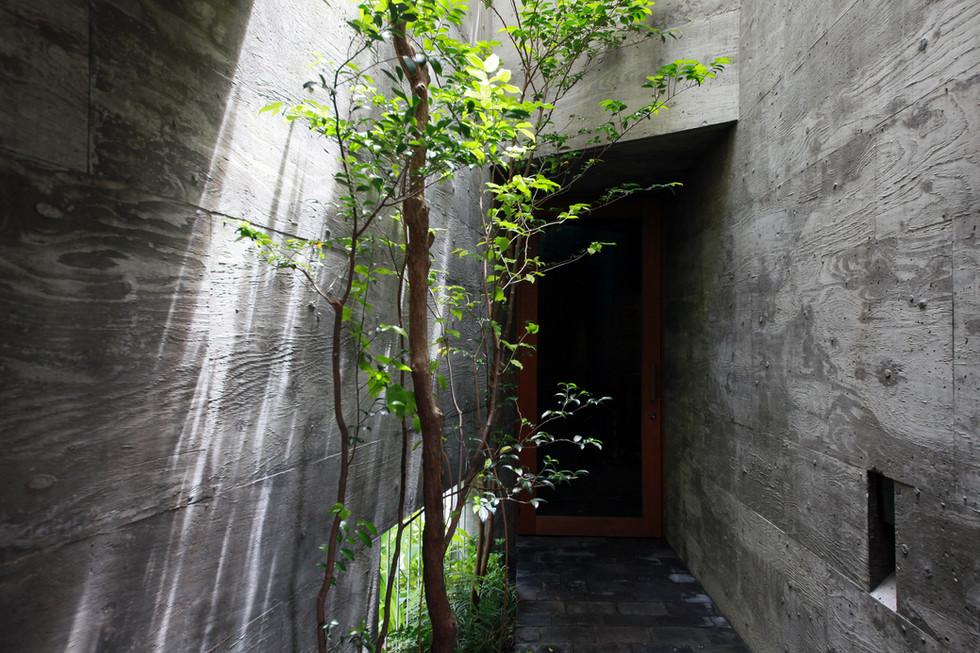 16 光洞の家