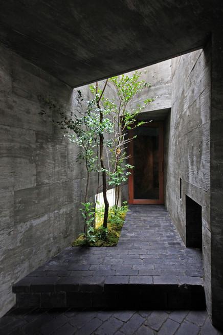 14 光洞の家