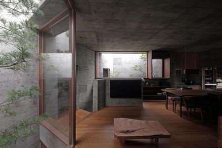34 光洞の家