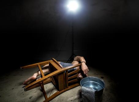 سوء معاملة الموقوفين والسجناء