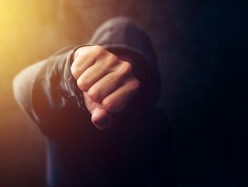 عنف الفتيان، العنف المدرسي والعنف الجماعي وسراب سيادة القانون
