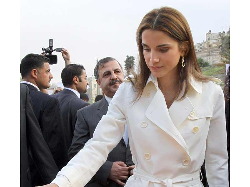 الملكة رانيا تنضم الى تجمع شعبي حدادا على وفاة الطفلين يزن وقصي