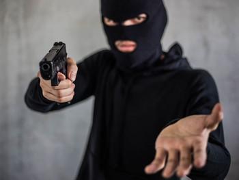 السطو المسلح على البنوك، البحث في جذور الجريمة