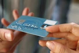 FEBRABAN alerta: durante a folia do carnaval, fique atento ao golpe da troca de cartão