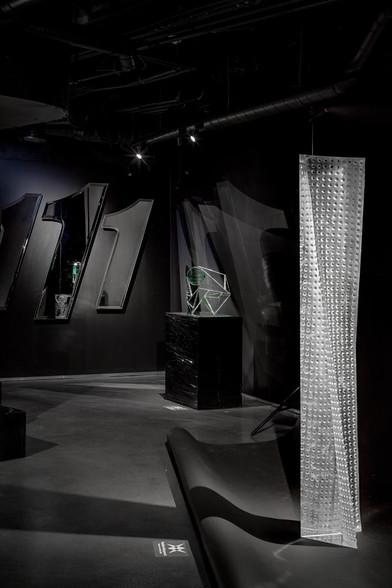 """Výstava """"Za hranou skla"""" prezentuje tvorbu nejodvážnějších českých sklářů dvou generací"""