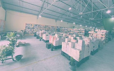 Hình không gian nhà sách nửa giá