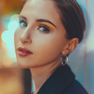 JULIA GARTHA