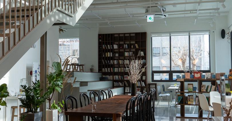 1. 포디움 + 카페 공간 (3F)