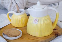 Bule e chávenas de chá