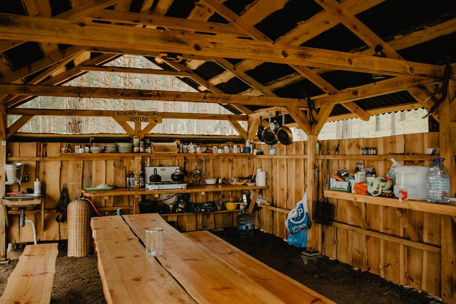 Asalnų stovyklavietė - lauko virtuvėlė