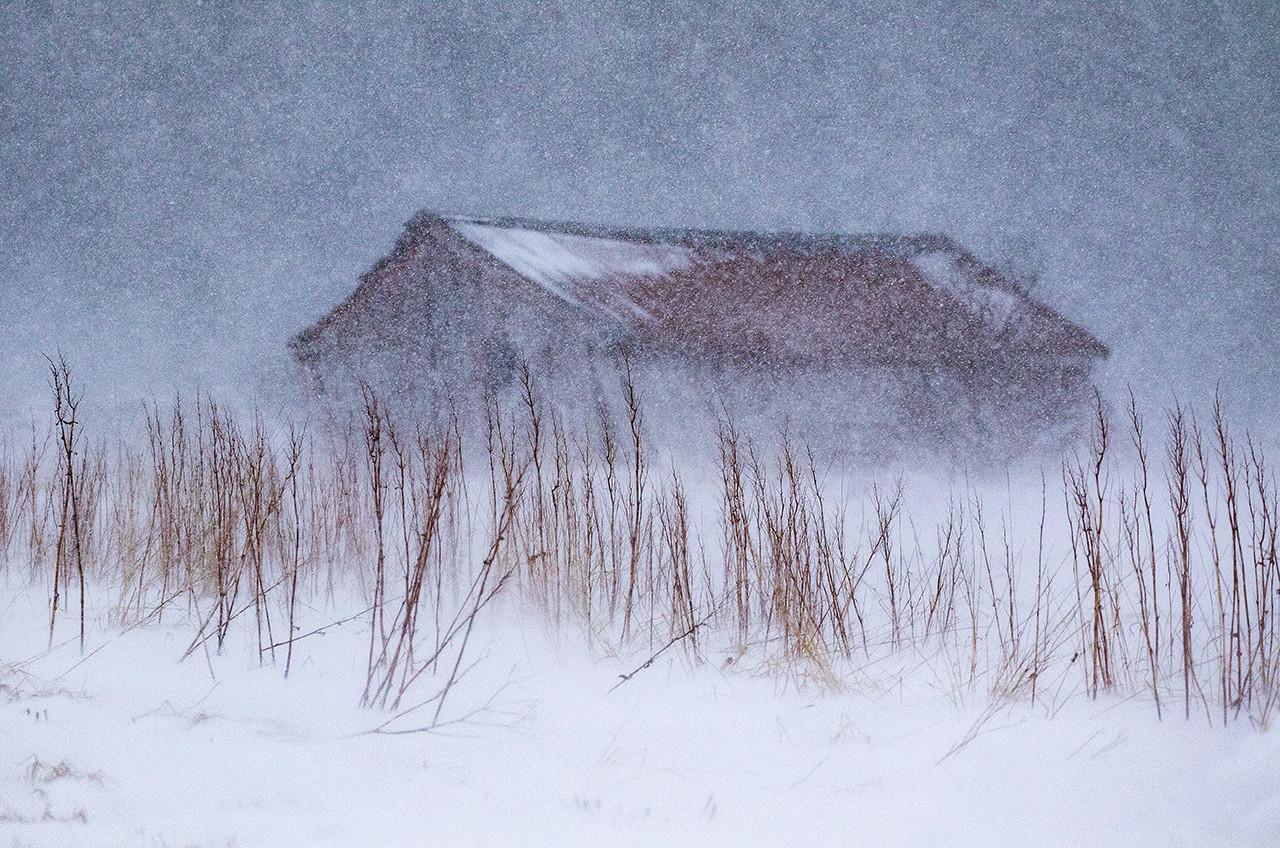 01 Barn in snow