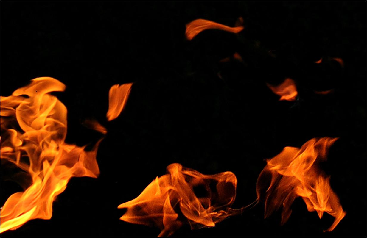 34 Juggling flame.jpg