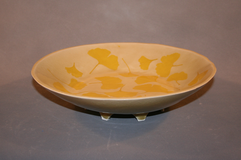 Broad Gingko Bowl creamy background