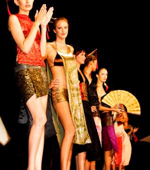 Nafsu Show Models Encore