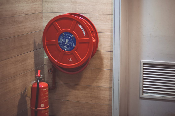 Mounting Fire Extinguishers and The best way to Use a Fire Extinguisher Mounting Bracket