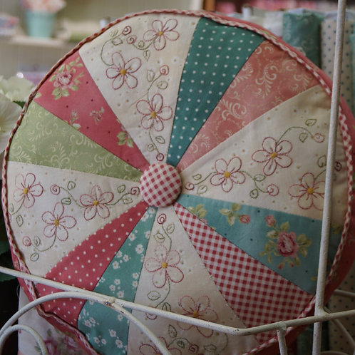 Daisy Pie Cushion