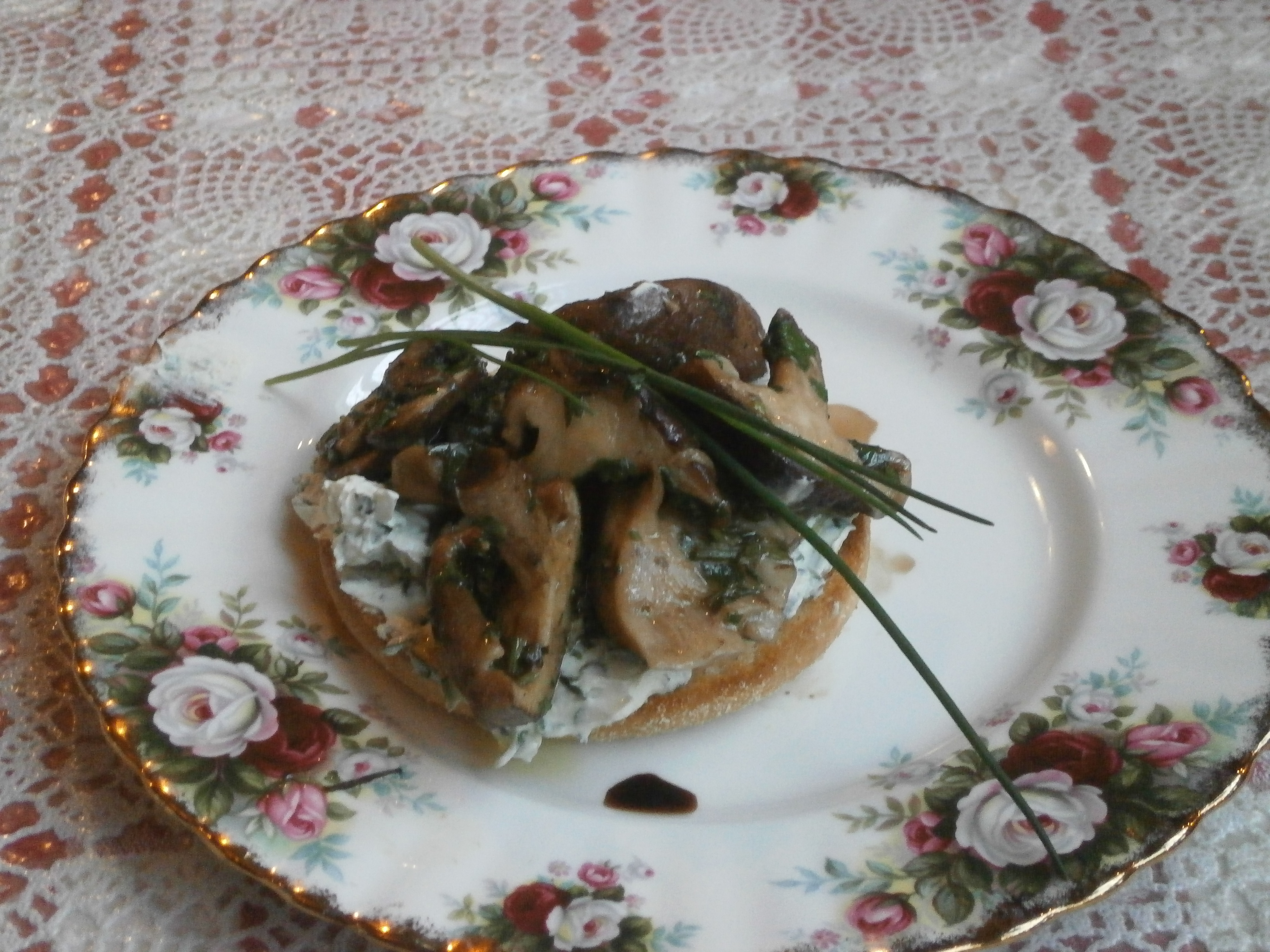 Starter Mixed Mushrooms on Herbed Muffins2.JPG