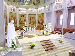 Choeur, statue et escalier, Basilique Notre Dame de la Trinité