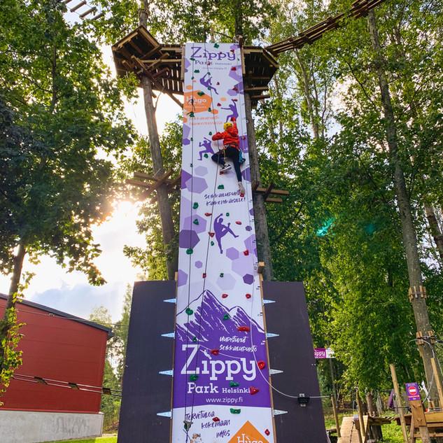 Seikkailupuisto ZippyPark Helsinki.jpeg