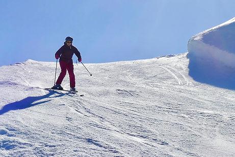 nainen laskee hiihtokoulu.jpg