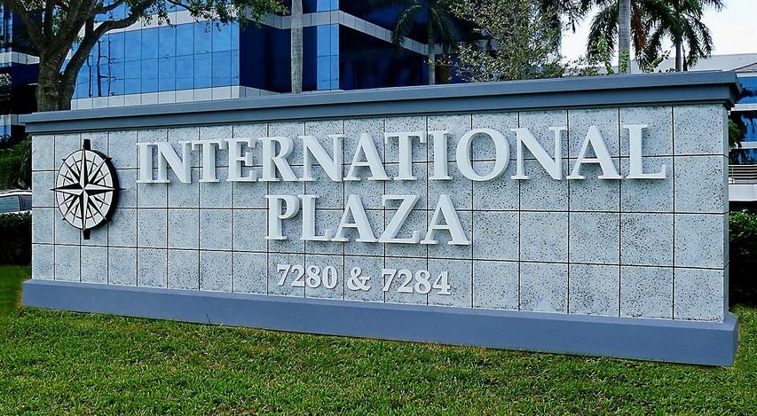 International plaza_monument.jpg