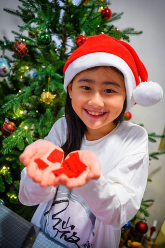 Ocean(Daughter) prepare gift.jpg