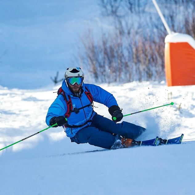 Paskal Dichev skiing