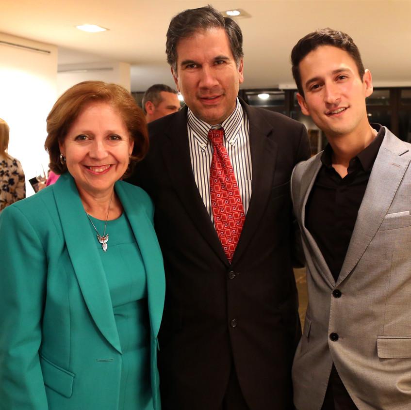 Con la embajadora de Estados Unidos Sra. Liliana Ayalde