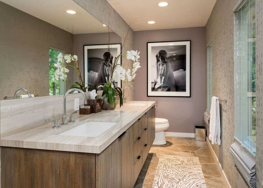 HOLLYWOOD HILLS GEM BATHROOM