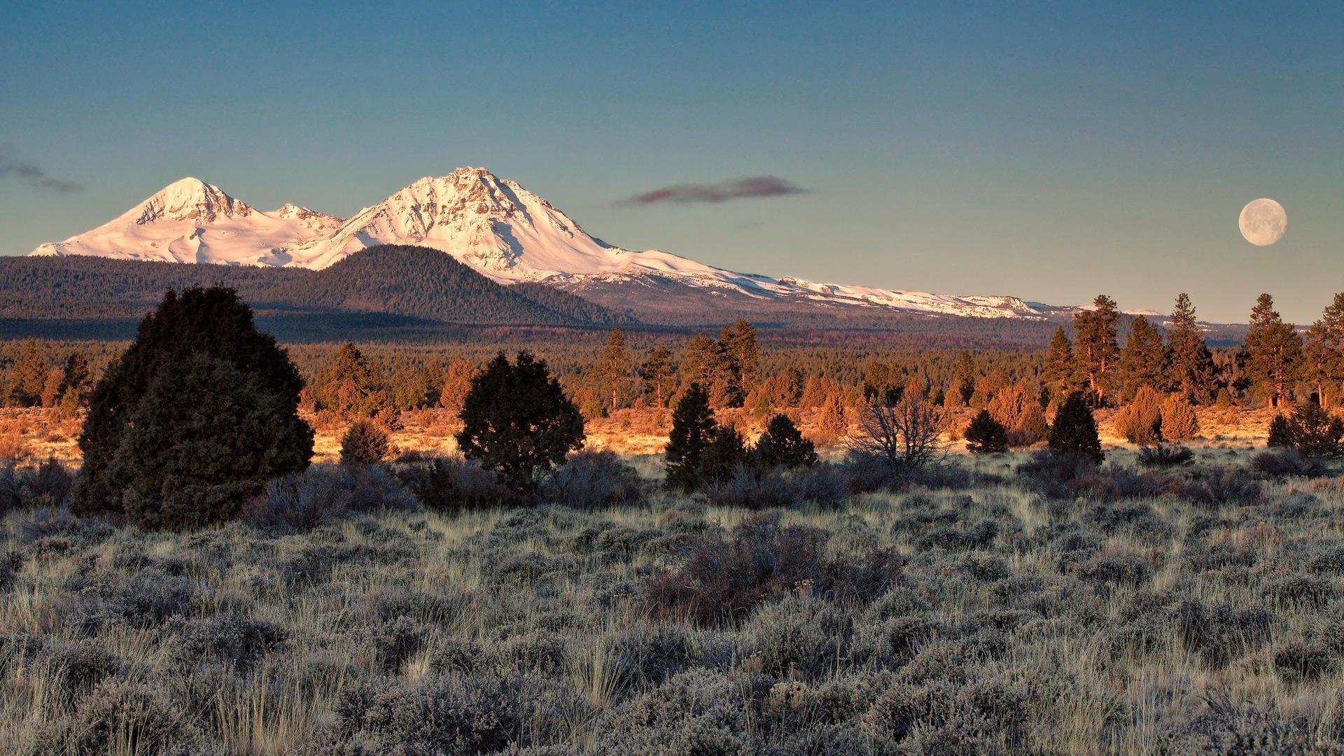 moon-over-desert-mountains-in-winter-299