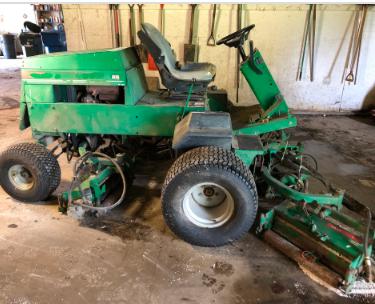 John Deere 3215B- 5 Coil Greens Mower