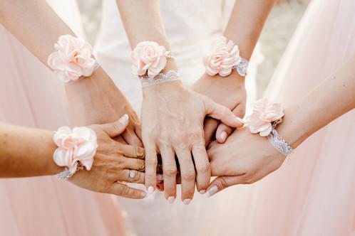 bracelets demoiselles d 39 honneurs ou t moins fleurs rose poudr et dentelle accessoires. Black Bedroom Furniture Sets. Home Design Ideas