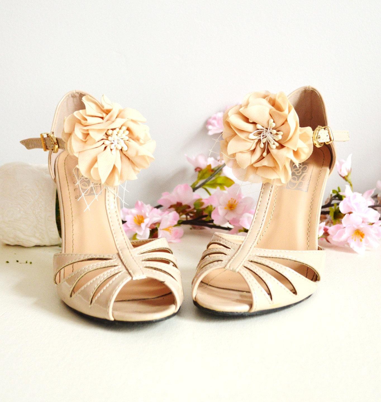 clips chaussures mariage boh me fleurs beige. Black Bedroom Furniture Sets. Home Design Ideas