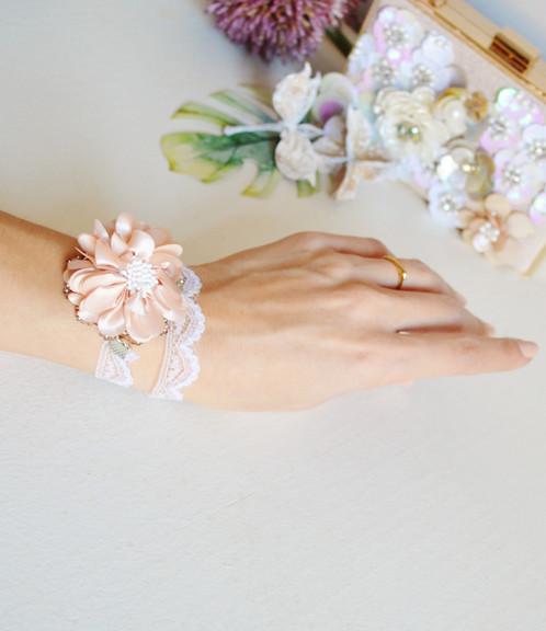 Bracelet mariage fleurs rose poudr et dentelle tour - Comment nettoyer une chaine en argent ...