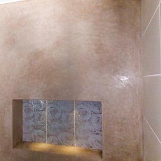 kylpyhuoneen seinä tadelaktilla